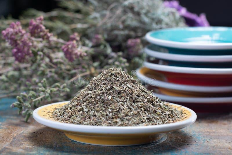 Herbes De Provence, mélange des herbes sèches considérées typiques de la région de la Provence, mélanges contiennent souvent savo photo stock
