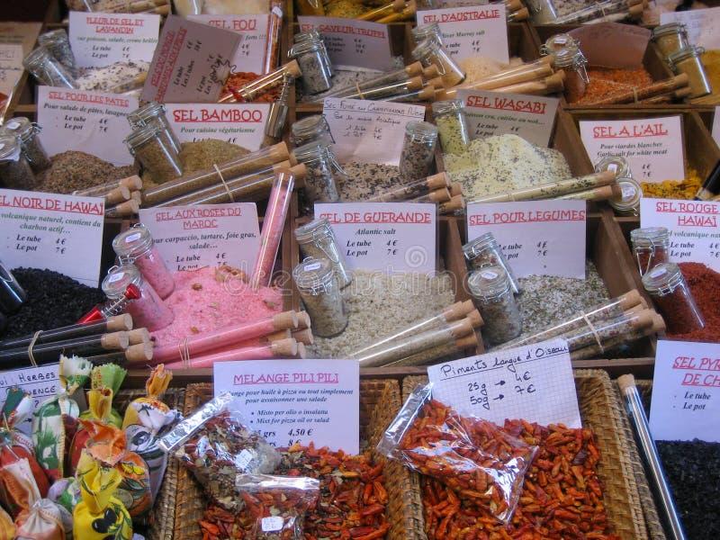 Herbes et épices à vendre, France photo stock