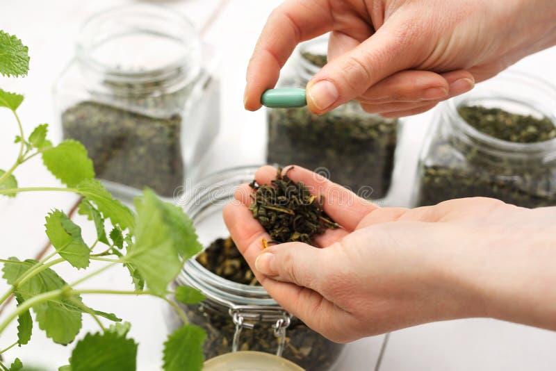 Herbes, remèdes naturels photos stock