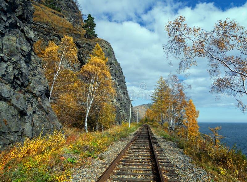 Herbst auf der Circum-Baikal-Straße stockfoto