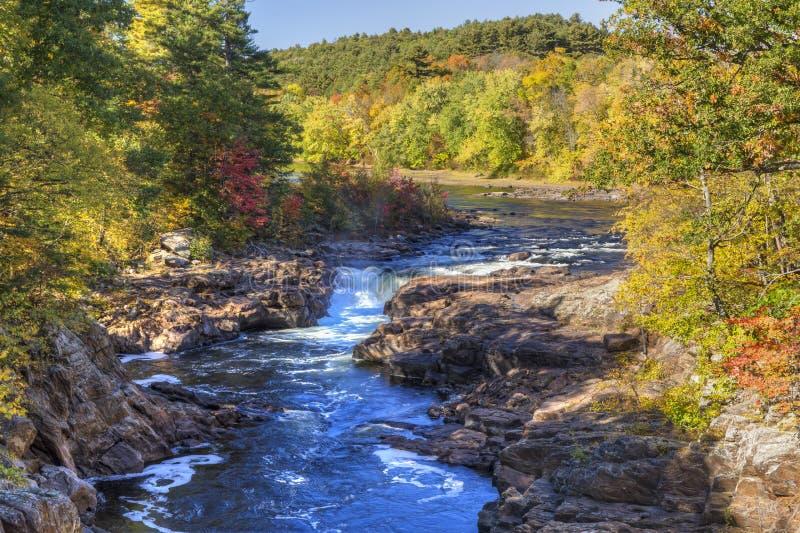 Herbst auf Rockwell-Fällen stockfotos