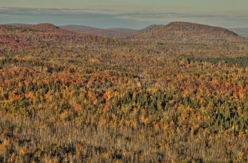 Herbst bei Carlton Peak der Sägezahn-Berge in Nord-Minnesota auf dem Nordufer des Oberen Sees lizenzfreie stockfotos