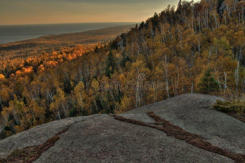 Herbst bei Carlton Peak der Sägezahn-Berge in Nord-Minnesota auf dem Nordufer des Oberen Sees stockfotos