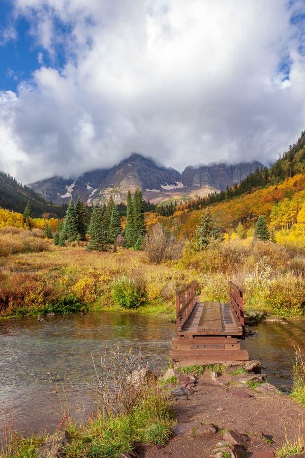 Herbst bei kastanienbraunen Bell Aspen Colorado lizenzfreies stockfoto