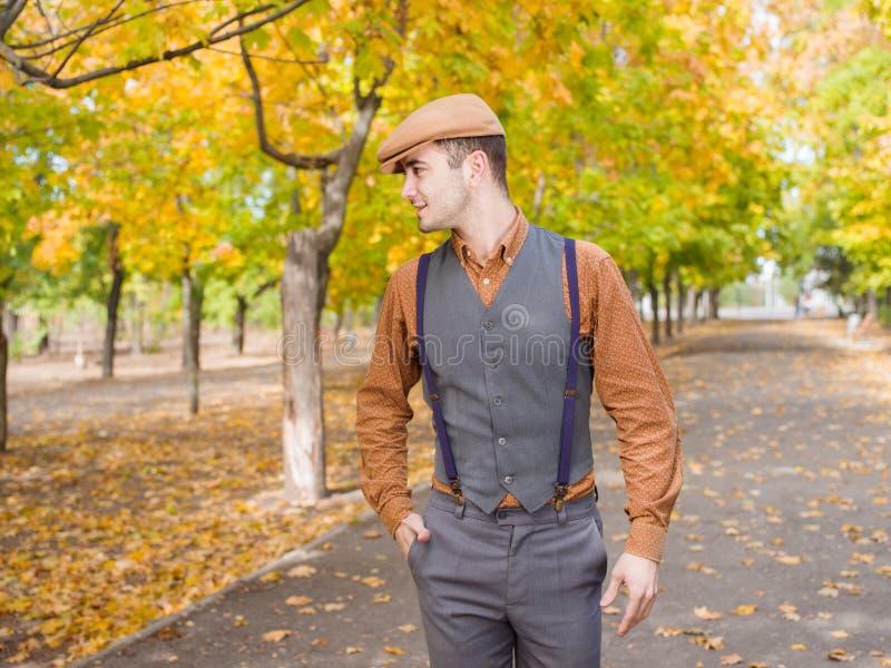 Herbst bemannt Weg stockfotografie