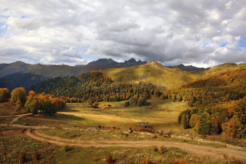 Herbst in den Bergen stockbild