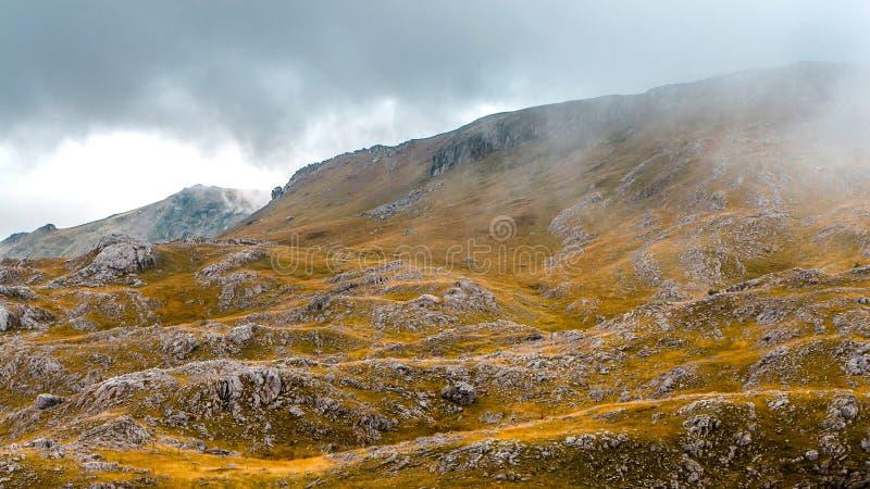 Herbst in den bosnischen Bergen stockfotografie