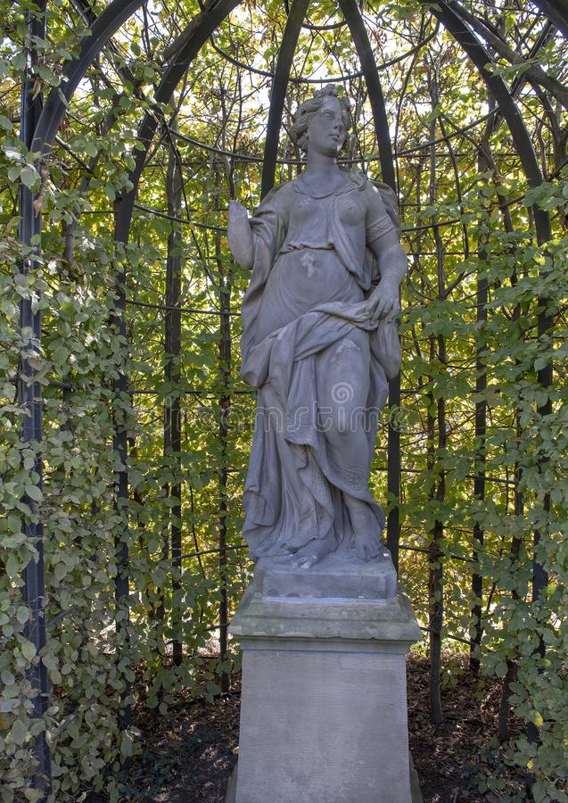 Herbst durch Ignatius van Logteren, Rijksmuseum-Skulpturgarten, Amsterdam, die Niederlande lizenzfreie stockfotos