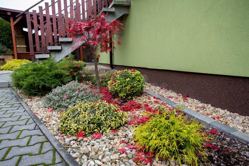 Herbst färbt Zusammensetzung im Hausgarten lizenzfreie stockbilder