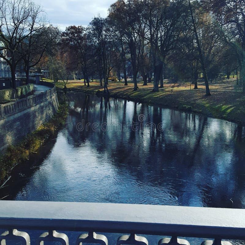 Herbst Fluss lizenzfreie stockfotografie