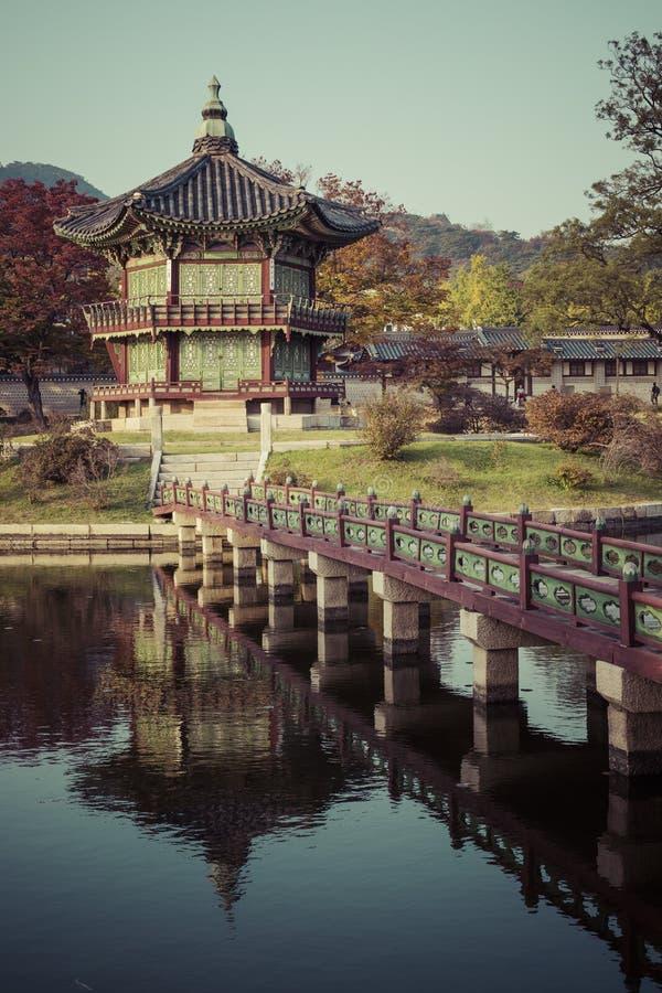 Herbst an Gyeongbokgungs-Palast in Seoul, Korea lizenzfreies stockbild