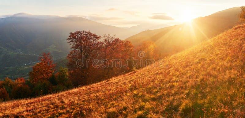 Herbst im Berg, erstaunliche Landschaft stockbilder