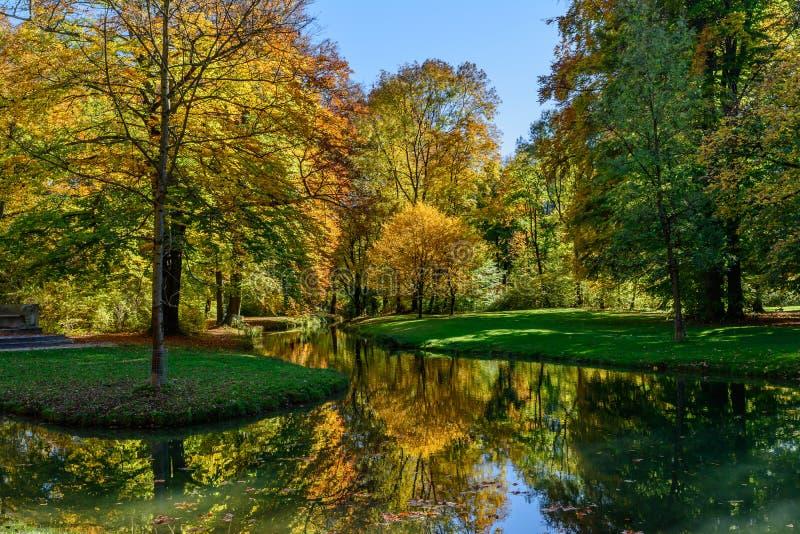 Herbst im Park in Munchen stockfoto