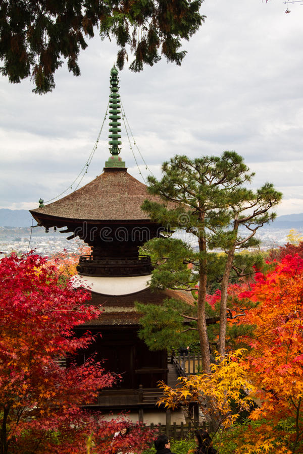 Herbst in Jojakko-jitempel, Kyoto, Japan lizenzfreie stockfotografie