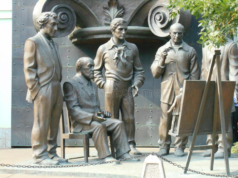 Herbst in Moskau Kunst Monument Zurab Tsereteli stockfoto