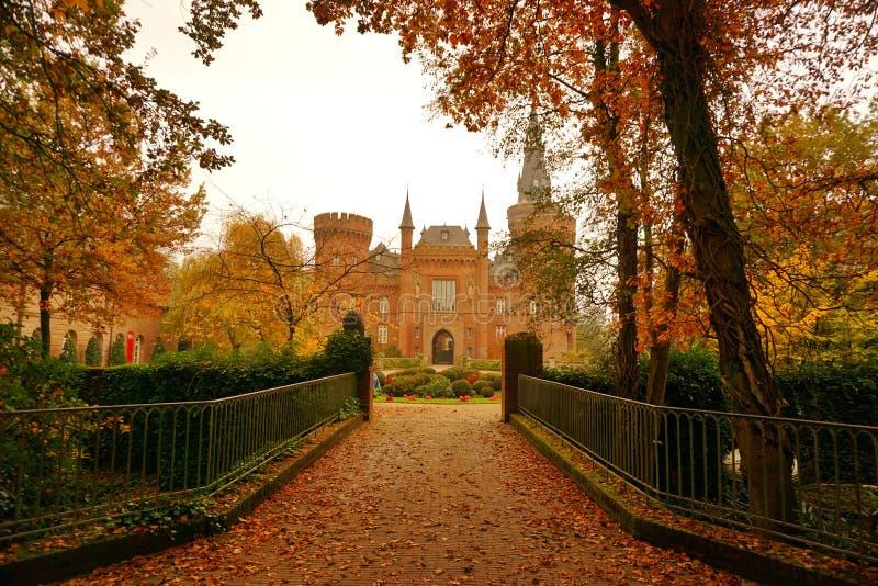 Herbst an Moyland-Schloss stockfotos