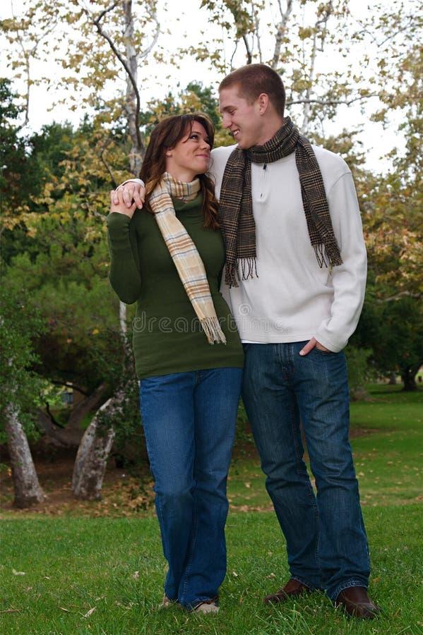 Herbst-Paare stockbilder