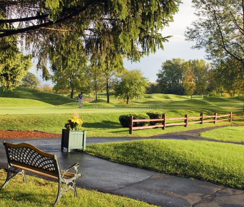 Herbst-Regen-Golfplatz stockfotos