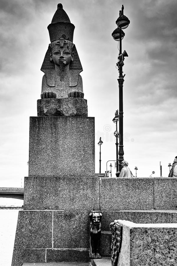 Herbst in St Petersburg Sphinx und Greif stockfoto