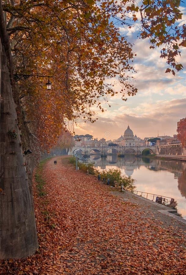 Herbst und Laub in Rom stockbilder