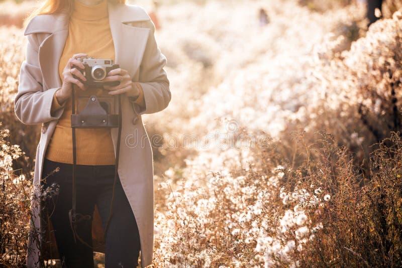 Herbst und Mädchen lizenzfreie stockfotografie