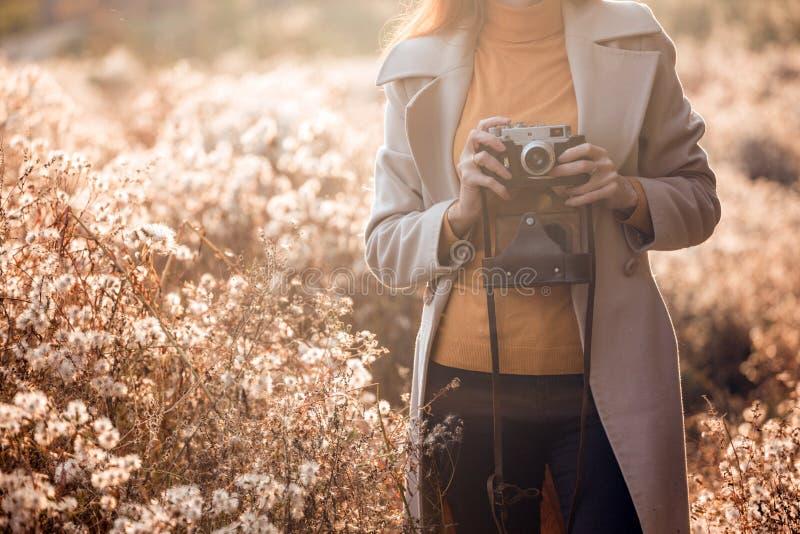 Herbst und Mädchen stockbilder