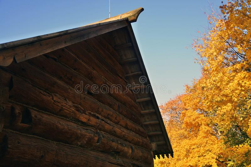 Herbstbeschaffenheit und Architektur von Kolomenskoye-Park in Moskau lizenzfreie stockbilder