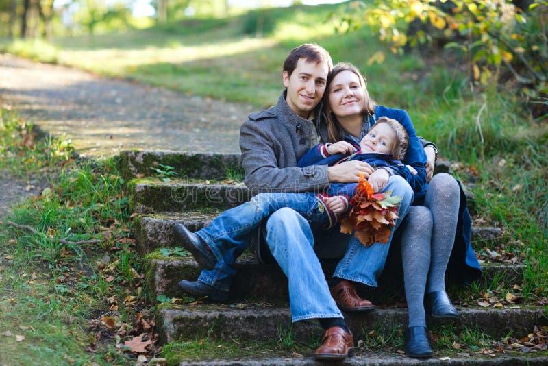Herbstfamilie stockbilder
