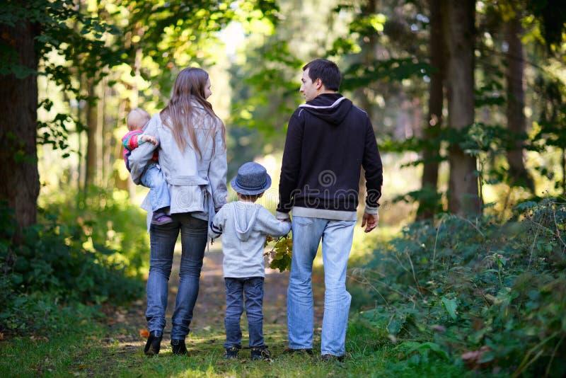 Herbstfamilie lizenzfreie stockbilder