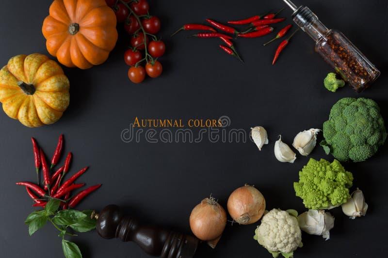 Herbstfarbe das Naturlebensmittel mit Frischgemüse stockfoto