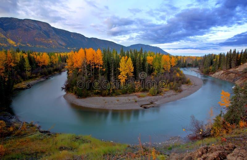 Herbstfarben entlang Tanzilla Fluss stockfoto