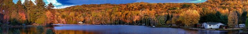 Herbstfarben in Quebec, Nordamerika lizenzfreie stockfotos