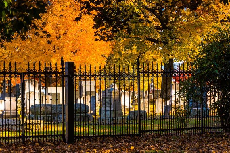 Herbstfarben und ein Zaun am Gettysburg-nationalen Friedhof stockfotos