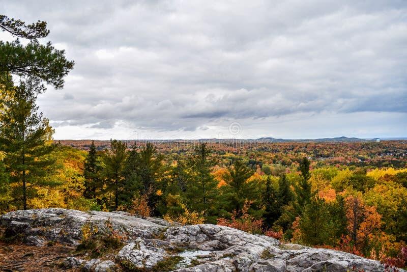 Herbstfarben von der Spitze des Monte Marquette lizenzfreies stockbild