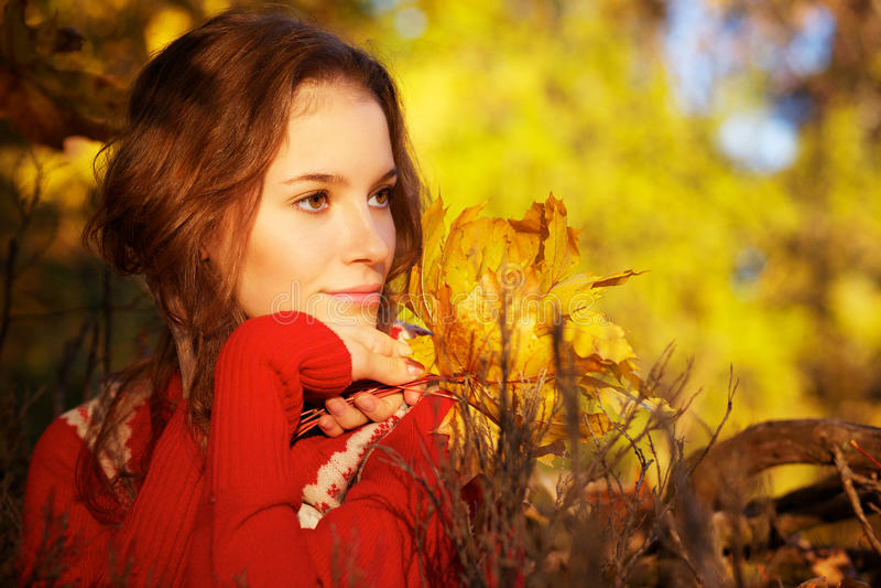 Herbstfrau stockbilder