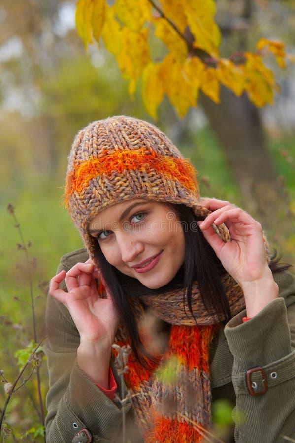 Herbstfrau stockfotografie