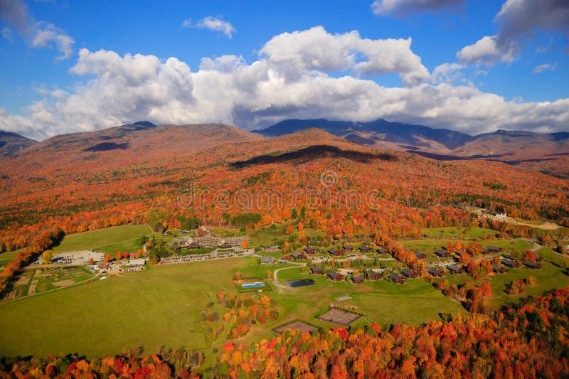 Herbstlaub auf Mt. Mansfield in Stowe, Vermont, USA stockbild