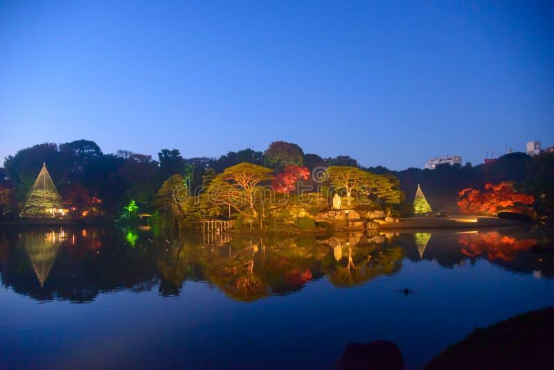 Herbstlaub in Rikugien-Garten, Komagome, Tokyo lizenzfreie stockfotos