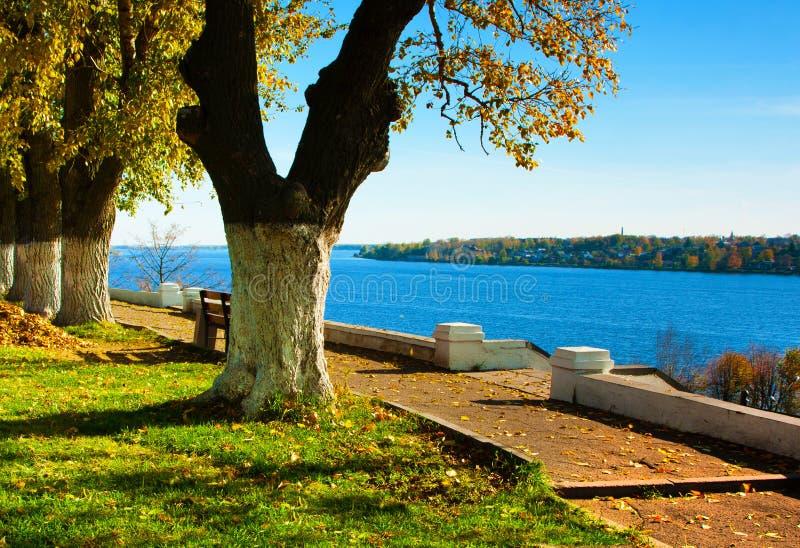 Herbstliche Natur, Landschaft lizenzfreie stockfotos