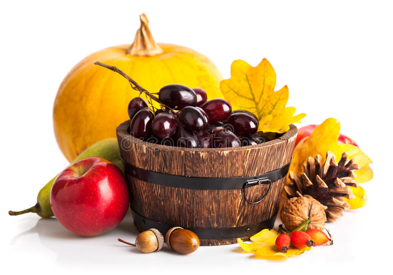 Herbstliches Ernteobst und gemüse - stockfoto