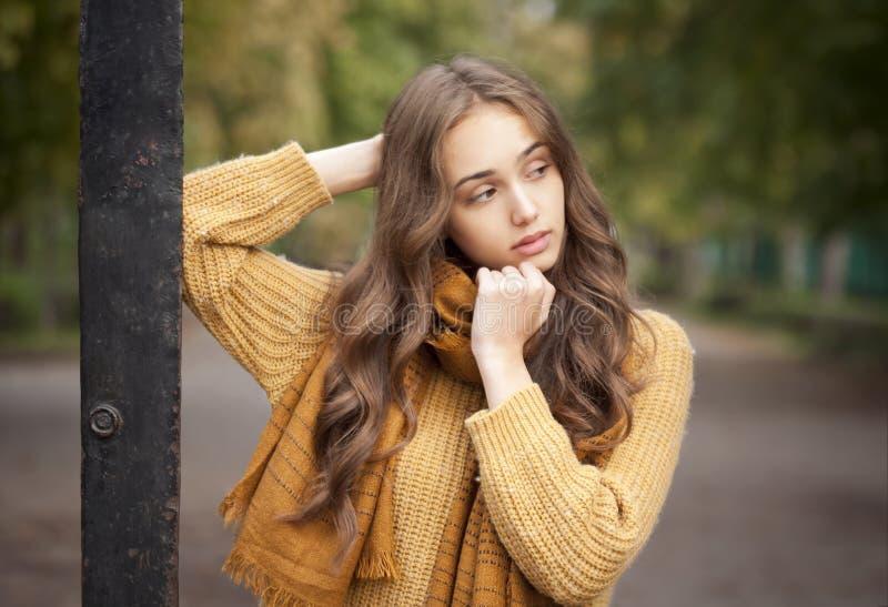 Herbstmodeschönheit stockfoto