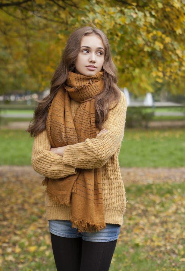 Herbstmodeschönheit stockbilder