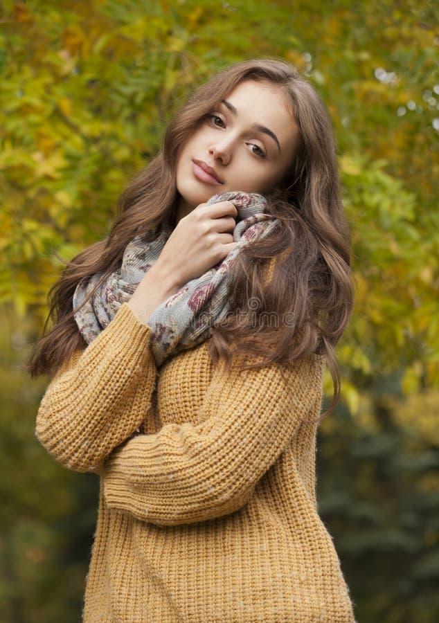 Herbstmodeschönheit stockbild