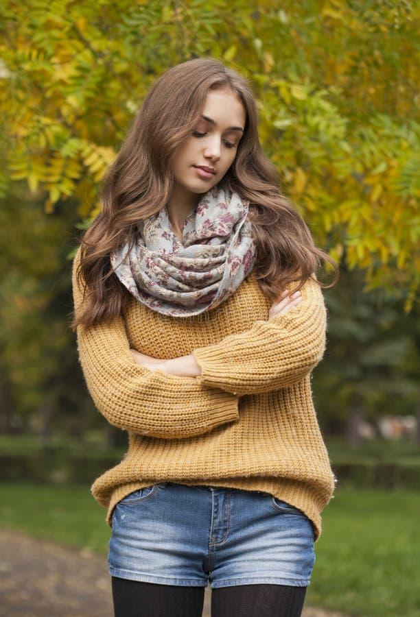 Herbstmodeschönheit stockfotos