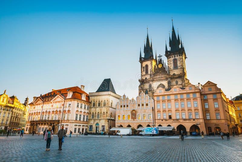 Herbstmorgen auf dem alten Marktplatz Stadtbild in Prag, Hauptstadt der Tschechischen Republik lizenzfreies stockbild