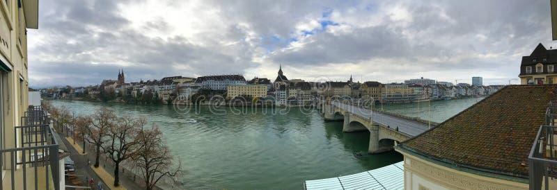 Herbstpanoramablick des Rheins von einem Balkon in Basel, die Schweiz stockfoto