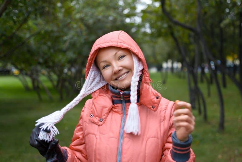 Herbstporträt von yound Frau lizenzfreie stockfotos