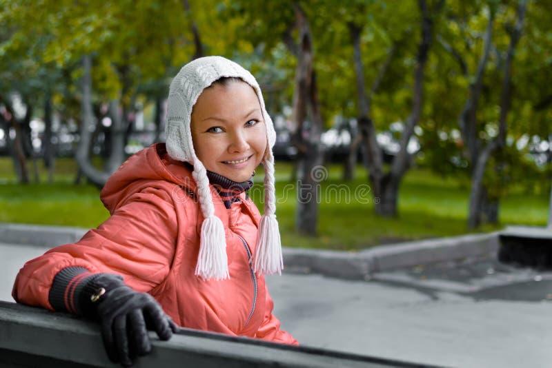 Herbstporträt von yound Frau stockfoto