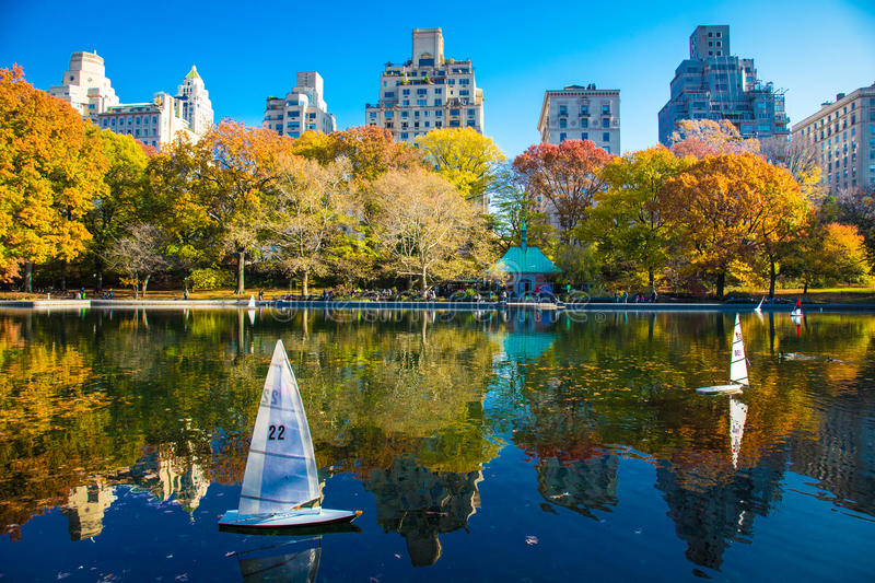 Herbstreflexionen im Central Park New York stockbild