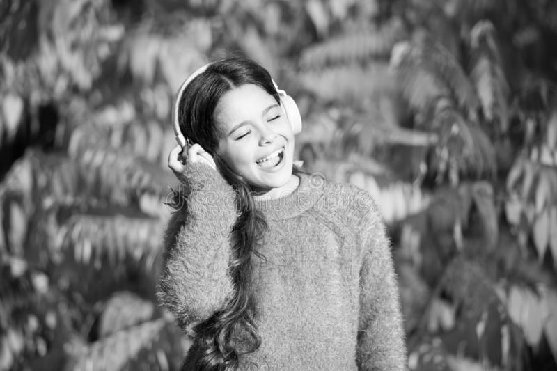 Herbstspaziergänge mit schönen Songs Musik für Herbststimmung Hörlied Musikfestival Audio-Beste Art und Weise hören lizenzfreie stockbilder